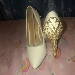 Pumps (white and gold)